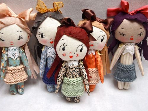 5 Dolls by Jess Quinn